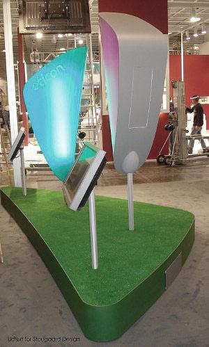 Podie med plads til drejeteknik mm til de 2 høreapparater hvortil vi ligeledes har leveret bukkeformene.