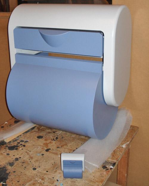 Stor model af printer til betalingsterminal, den lille i forgrunden er originalen.