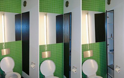 Indbygget skab i toilet/ bad, Skabet er monteret med sortbejdset og lakeret asketræs-låge.