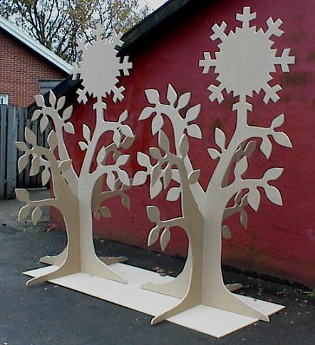 Træer til Siemens, udført i MDF til maling. 240 cm høje.